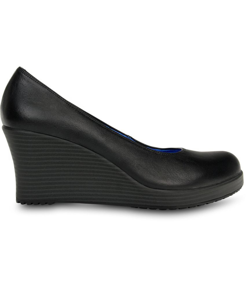 85e873da0c876 Crocs Black Heeled Slip-on   Pump Relaxed Fit Price in India- Buy ...