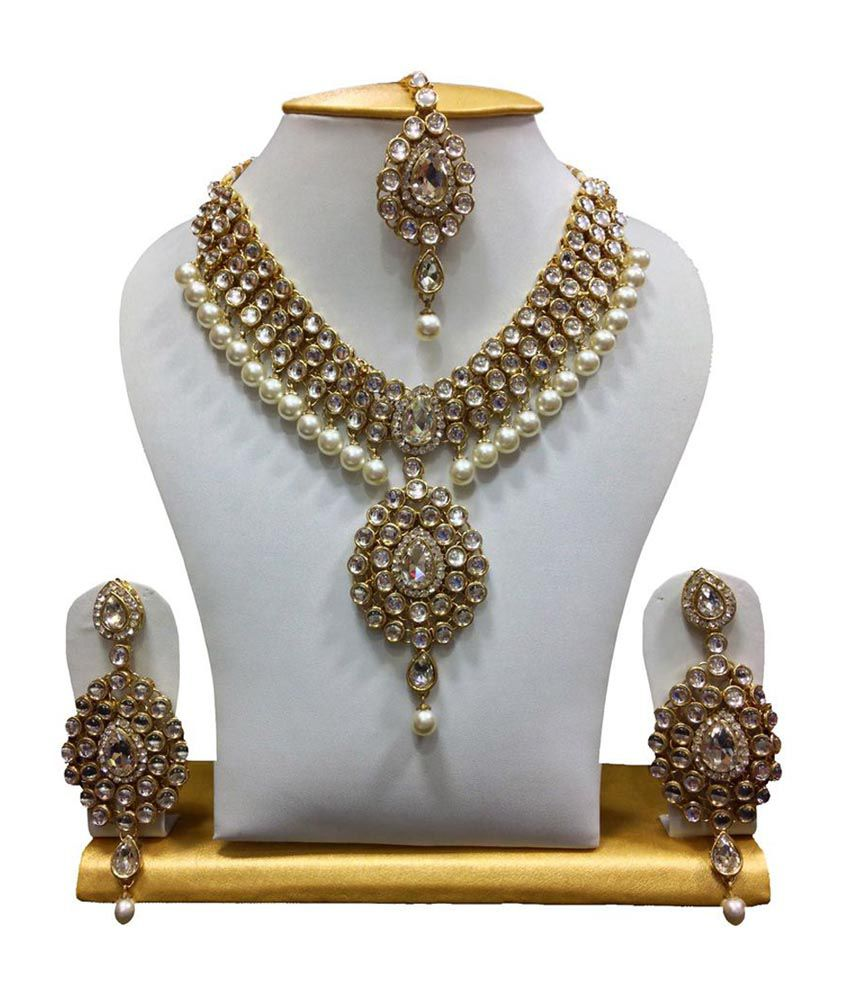 ShinningDiva Dazzling Kundan Set in White with Pearls