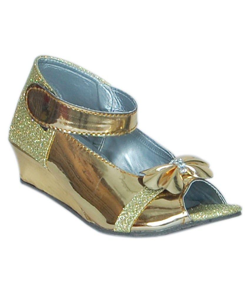 7f9b41886f JIPSI Golden Girls Sandals Price in India- Buy JIPSI Golden Girls ...