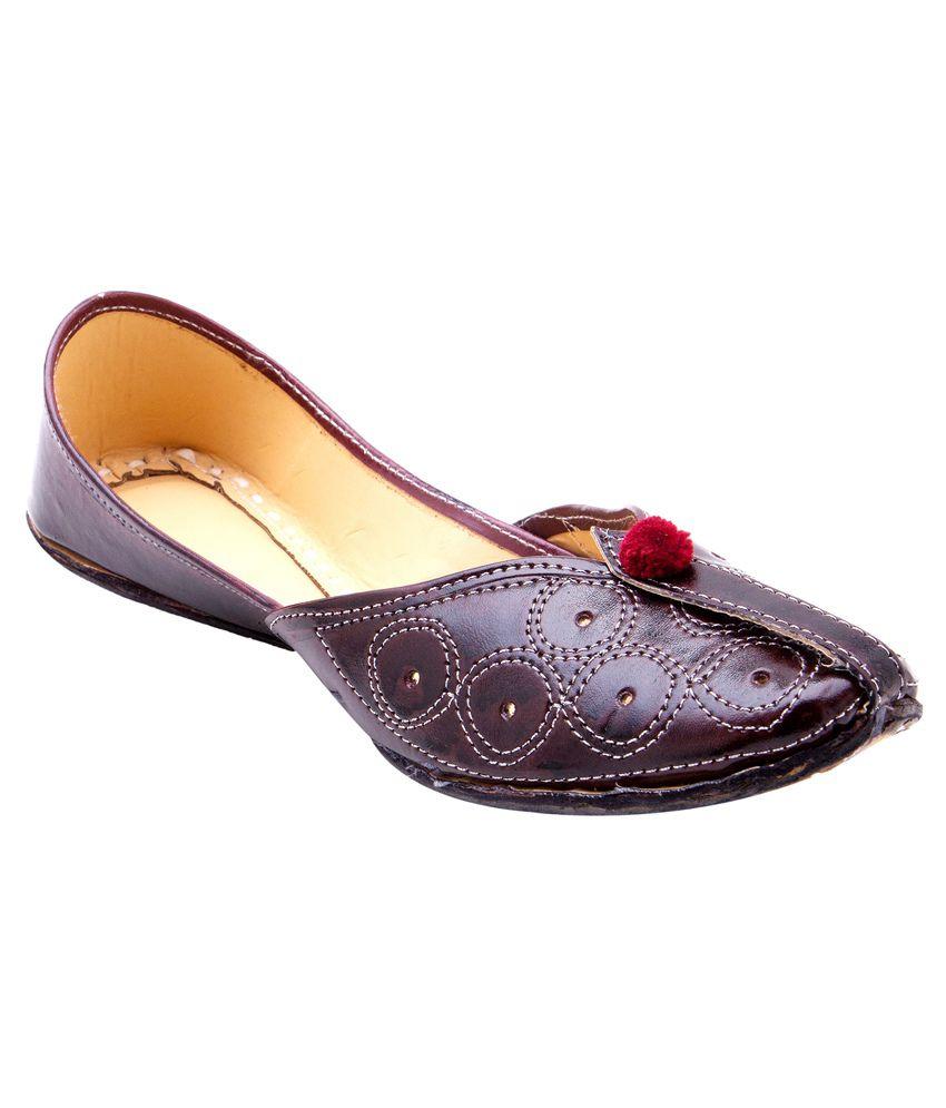 Ridhi Sidhi Brown Faux Leather Juttis
