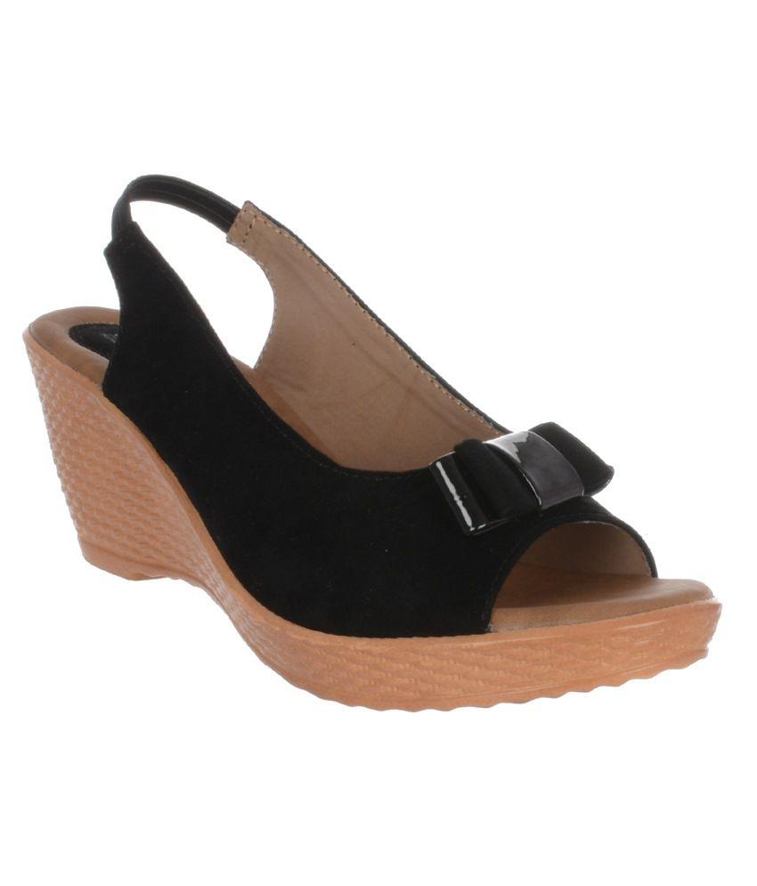 Luvbee Black Wedge Sandals