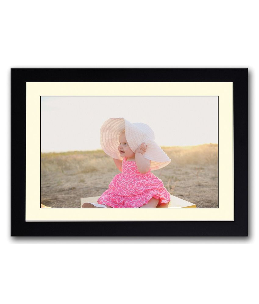 Artifa Matte Baby Girl In Sun With Hat Painting With Wood Frame