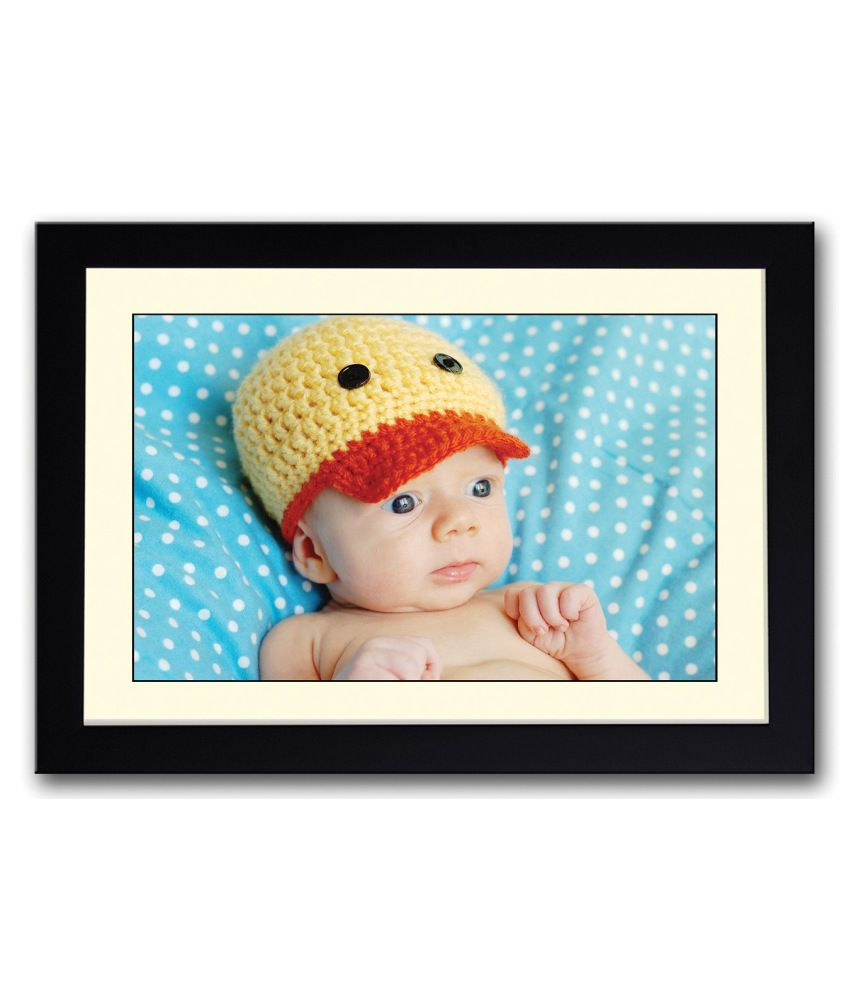 Artifa Matte Baby With A Cute Hat Painting With Metal Frame