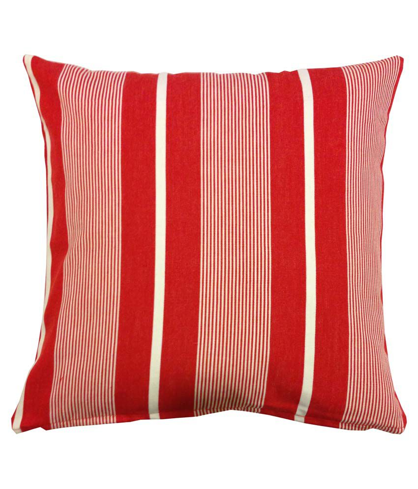 Outdoor chair cushions usually come in two styles: a single piece that covers the seat and the back of the chair or two separate pieces that can be tied to the chair. Some outdoor chair cushions are quilted and feature buttons, while others are smooth.