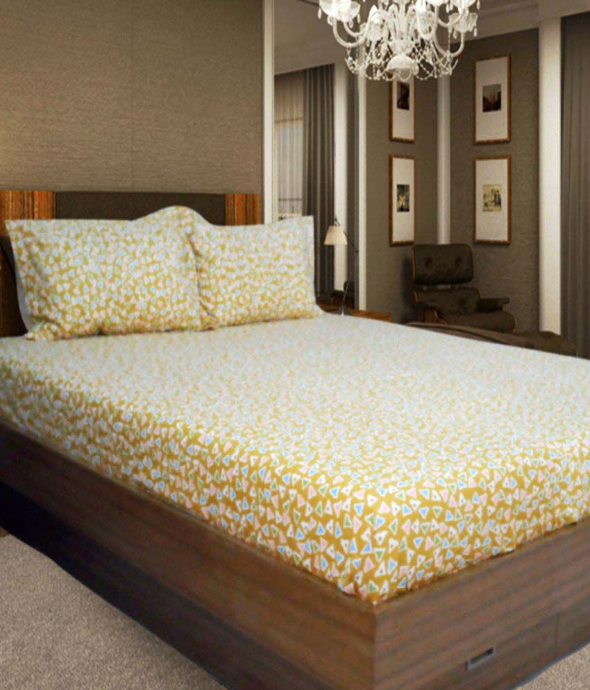 snuggle yellow small triangles printed double bed sheet. Black Bedroom Furniture Sets. Home Design Ideas
