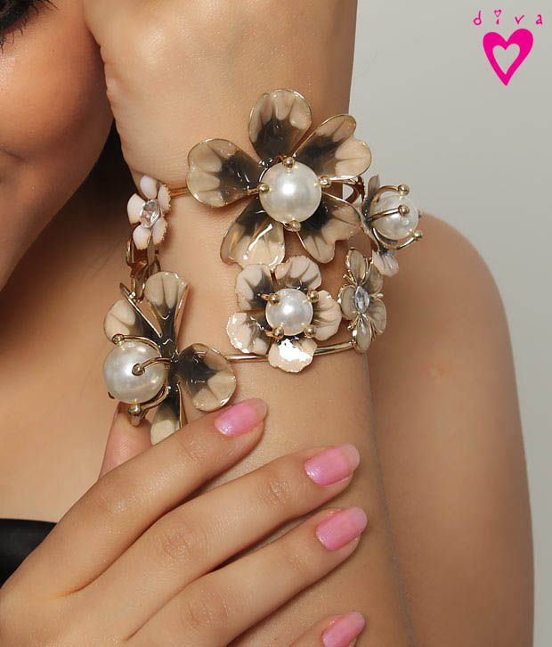 Diva Adjustable Floral Pearl Cuff