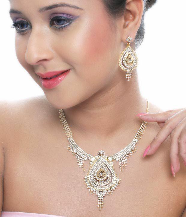 Soranam Intricate Necklace Set