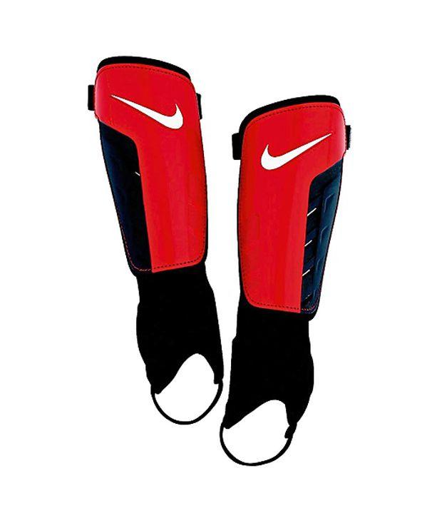 teléfono congestión Sofocante  Nike Tiempo Park Shield Men'S Football Shin Guards: Buy Online at Best  Price on Snapdeal