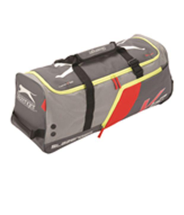 db0ce98997 Slazenger V-60 Cricket Duffle Kit Bag: Buy Online at Best Price on Snapdeal
