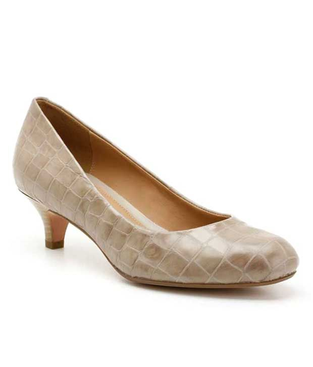 Clarks Textured Brown Leather Pumps