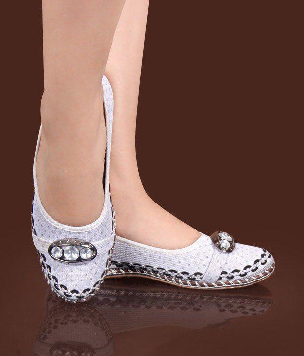 Universal Trendy White Ballerinas