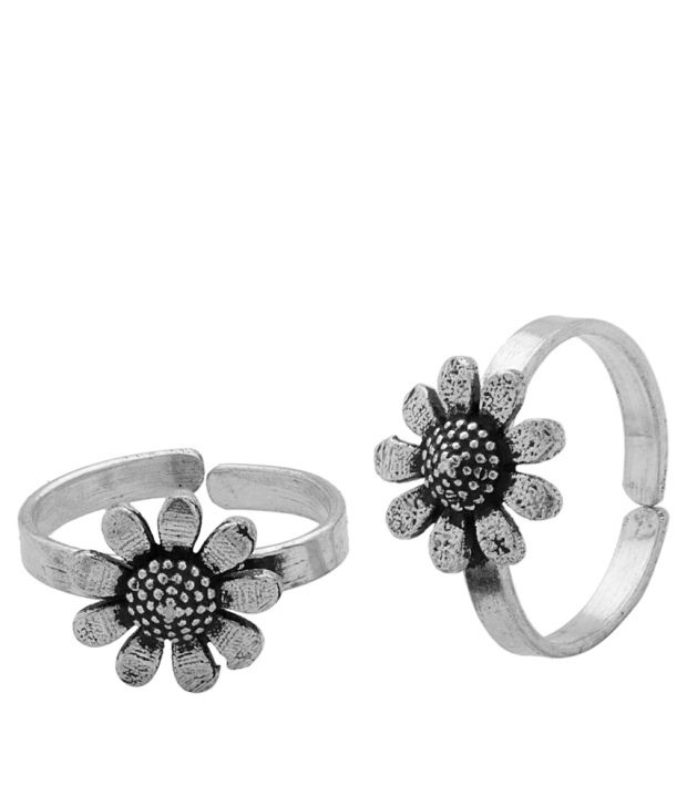 Voylla Sunflower Toe Rings With Oxidized Plating