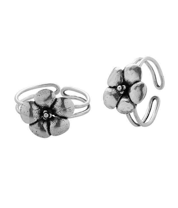 Voylla Silver Toe Ring With Floral Motif
