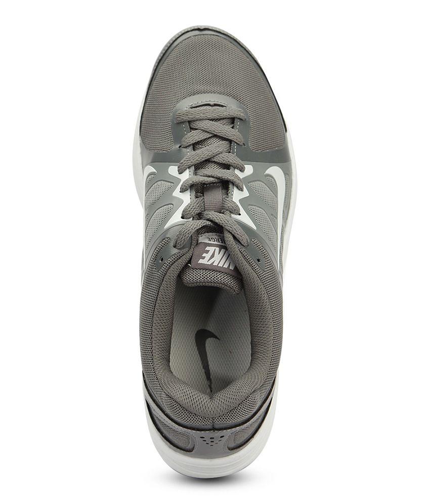 Nike Men S Emerge Black And White Running Shoes Style Guru