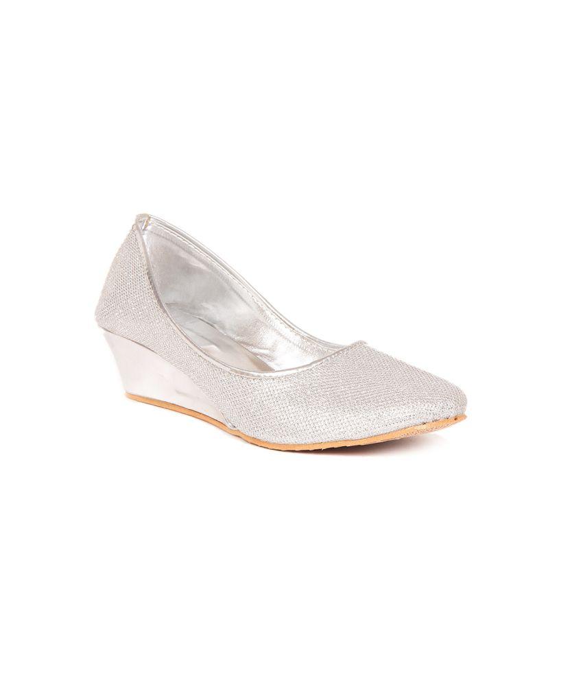 Sindhi Footwear Silver Wedges Pumps