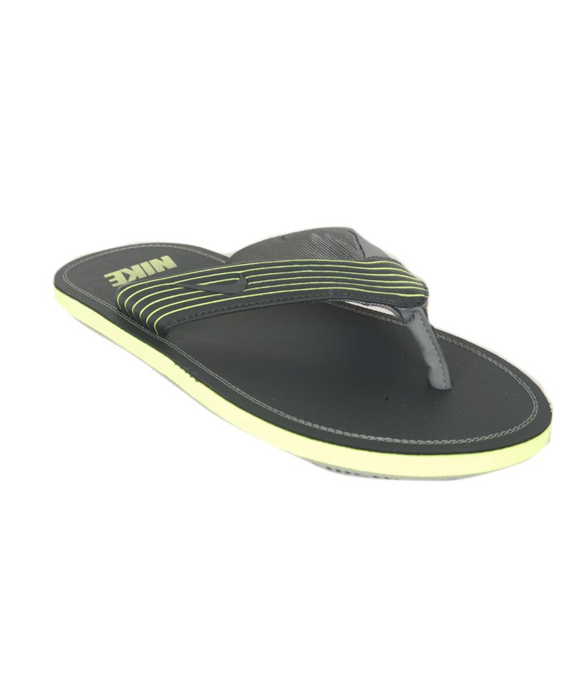 17bb429c Nike Chroma Thong III Black Flip Flops Price in India- Buy Nike Chroma Thong  III Black Flip Flops Online at Snapdeal