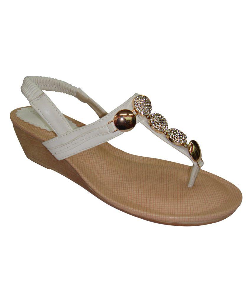 Hi-Fashion White Wedges Sandals