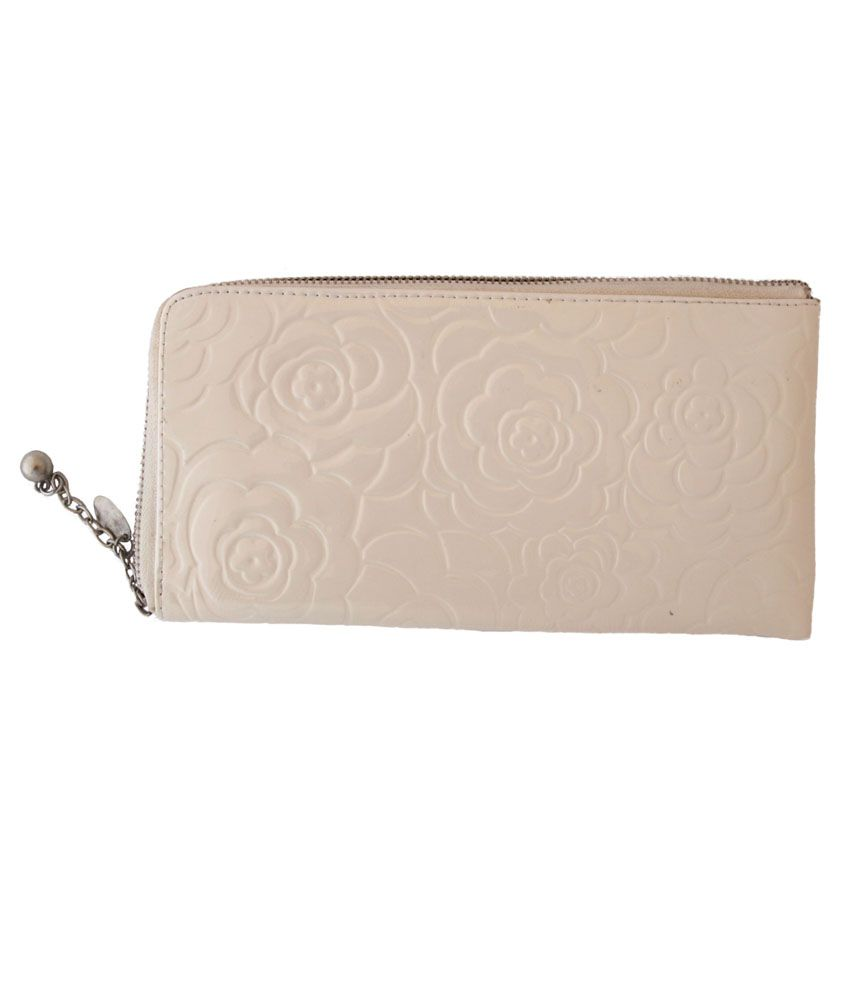 Itzmyfashion White Wallet