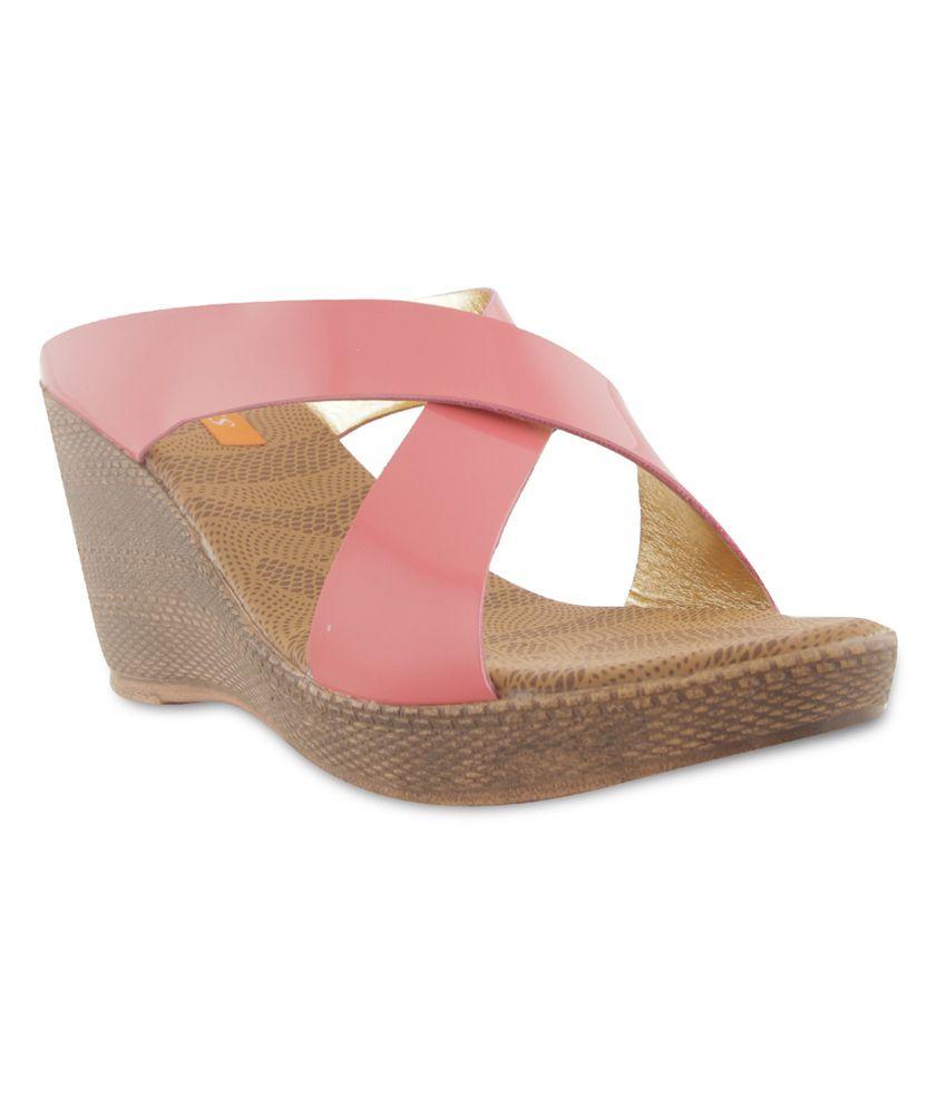 Looks Women Heeled Sandals