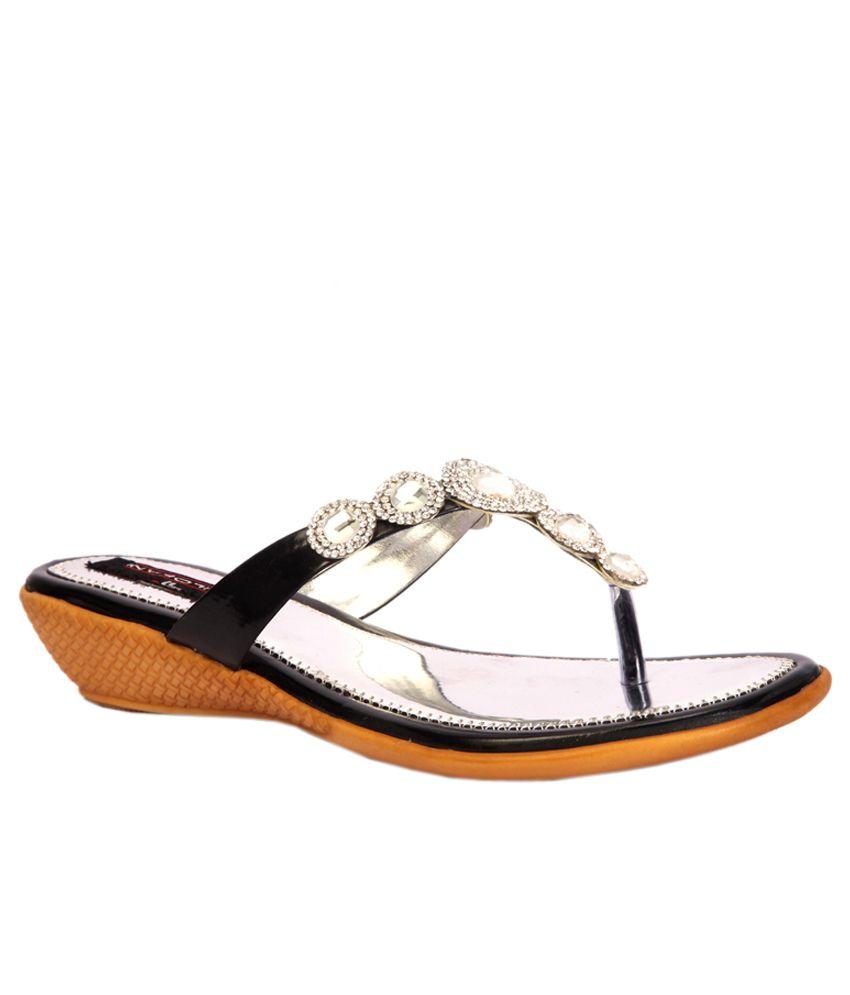 Trilokani Black Flat Slippers For Women