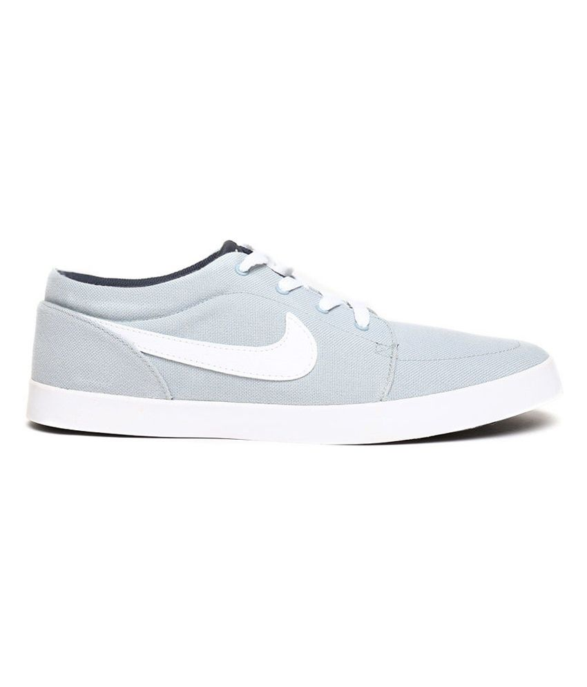 grey nike casual shoes