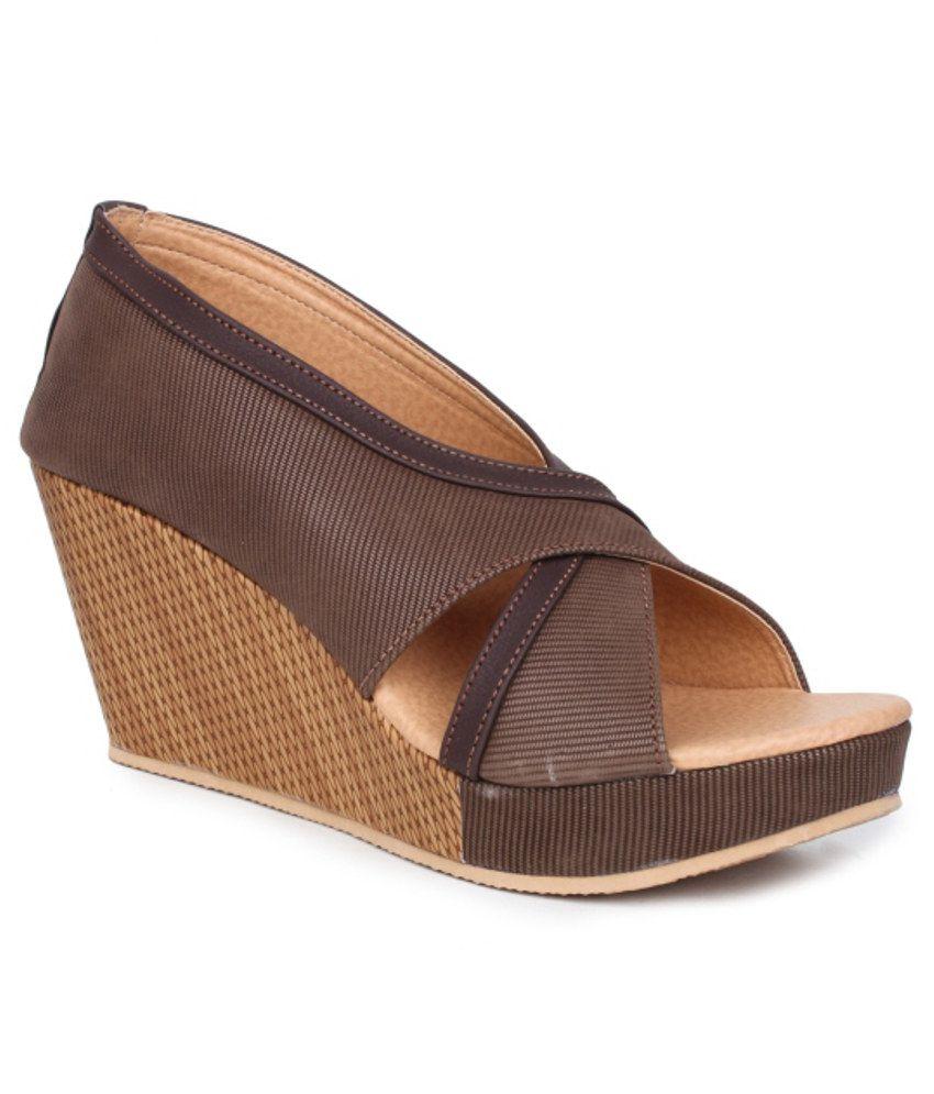Sindhi Footwear Stylish Brown Heeled Pumps