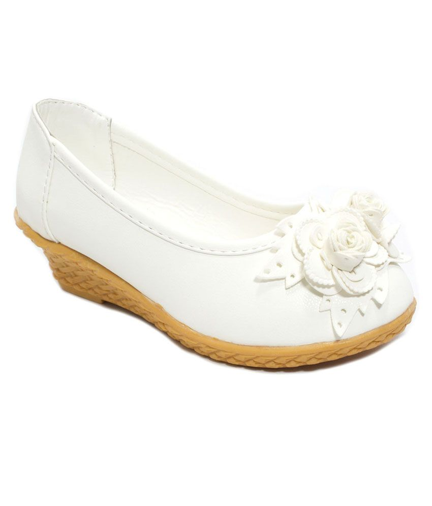 Kiddies White Faux Leather Belly Shoes