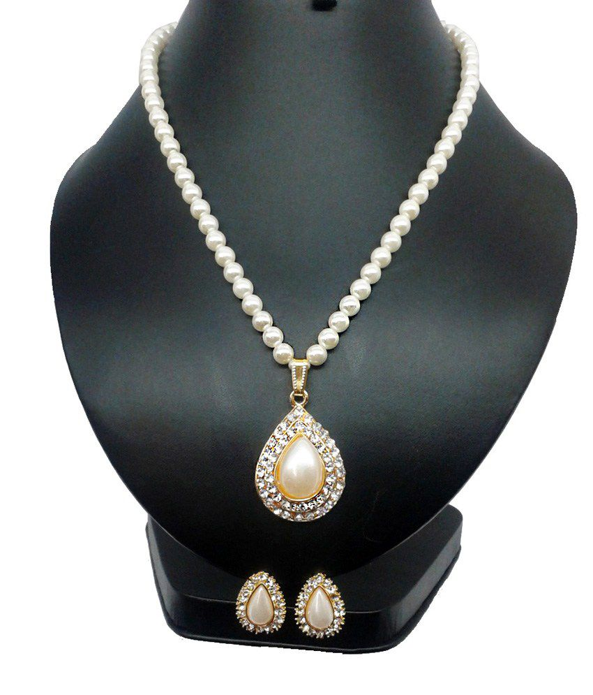 Bling N Beads Classic Designer White Pearl Necklace Pendant Set