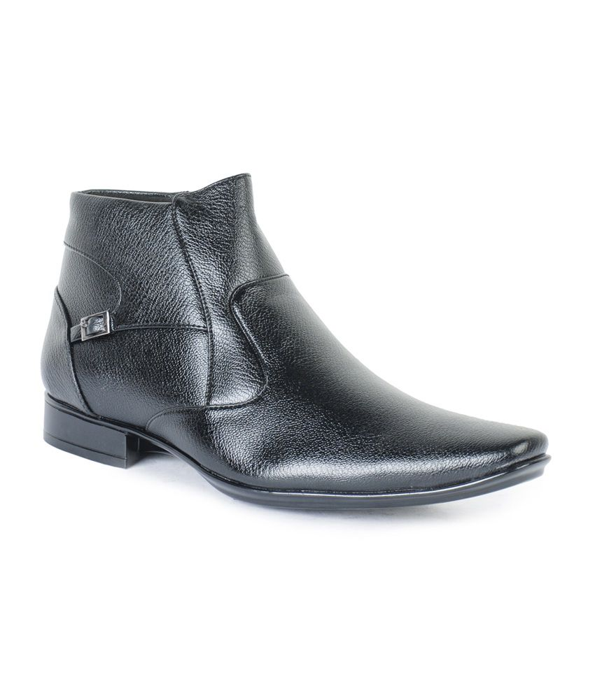 Footrest Black Synthetic Leather Slip-On Boots