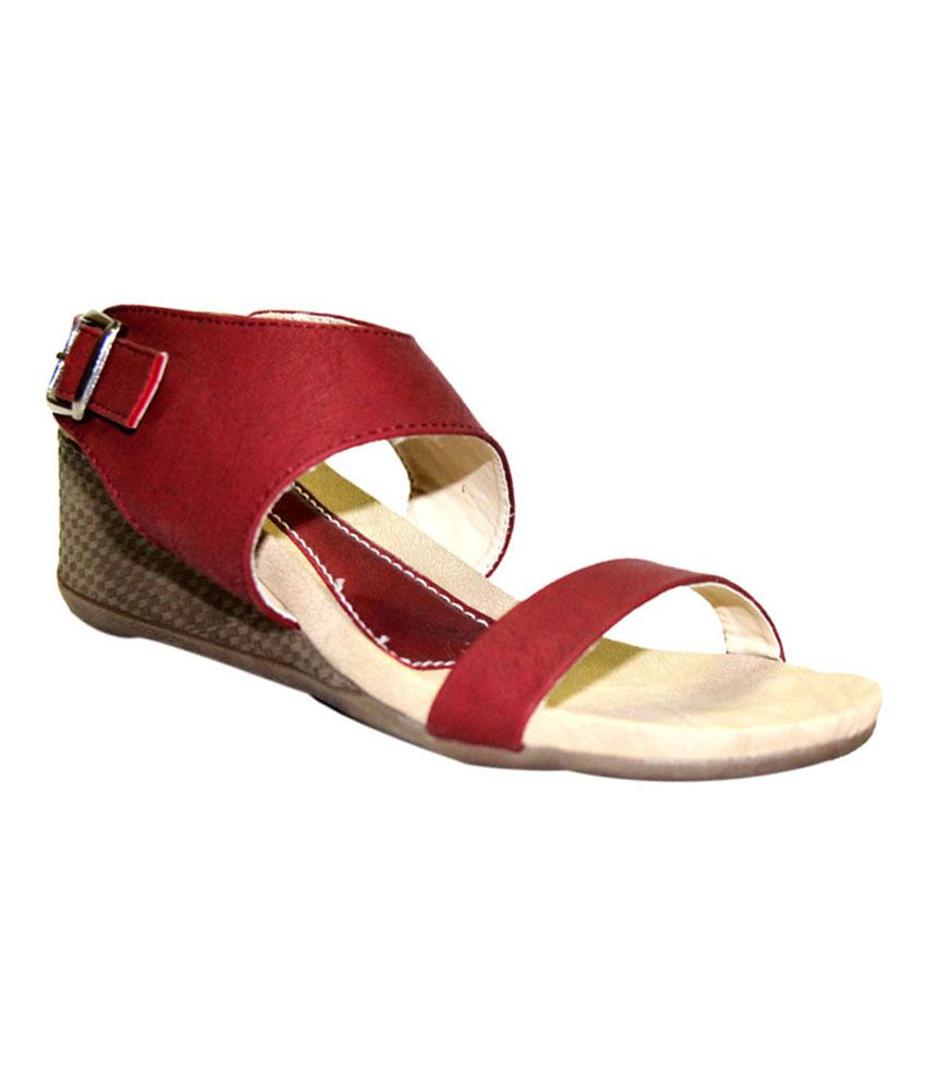 Trotters Maroon Faux Leather Round Toe Low Heeled Sandals