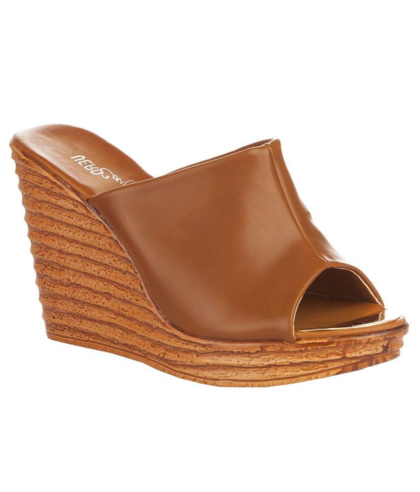 Vero Couture Tan Wedges Heels