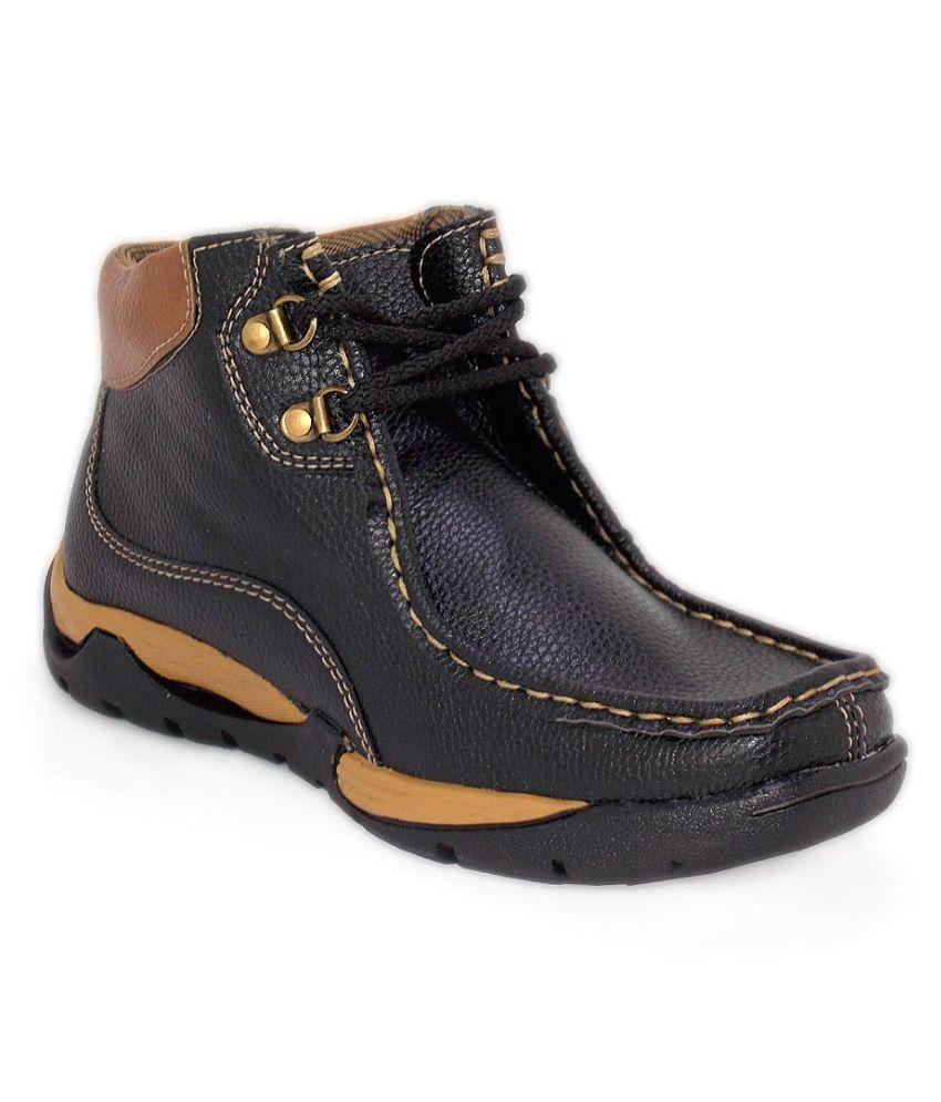 Woof Black Chukka boot