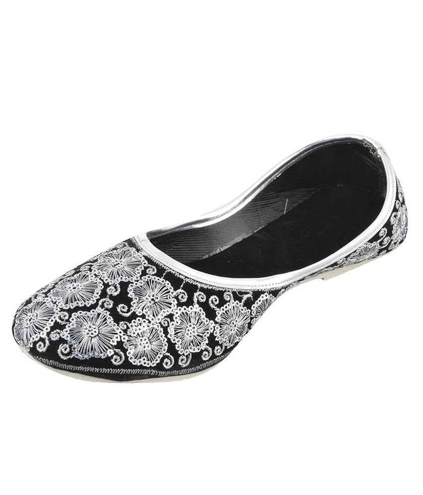 Laveri Black & White Jutti