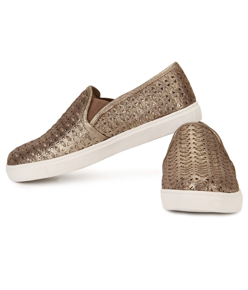 7464f006348 Steve Madden Excel Gold Casual Shoes