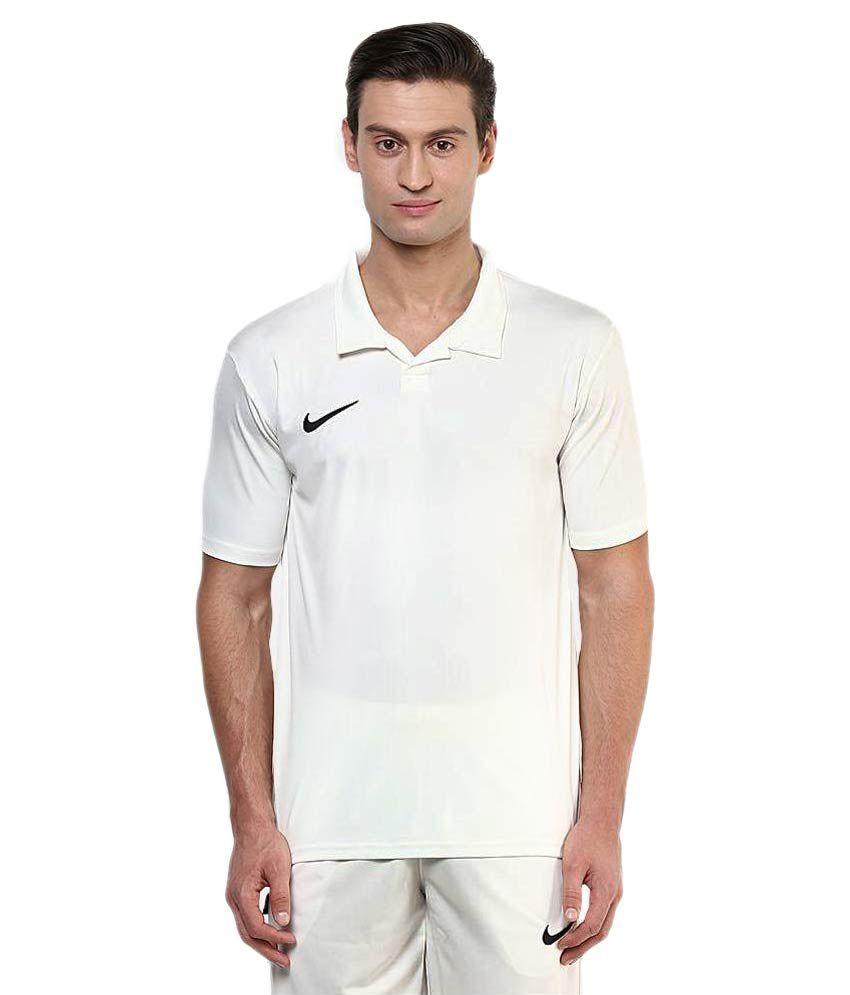 Nike white t shirts buy nike white t shirts online at for Nike t shirt price