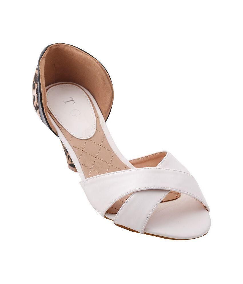 Totes Gallore White Kitten Heels