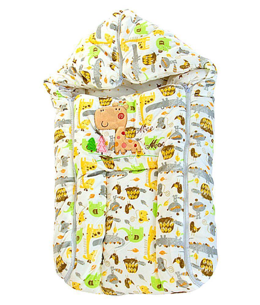 Mee Mee Baby Cozy Carry Nest Cream
