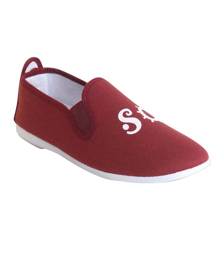 Scentra Maroon Sneakers