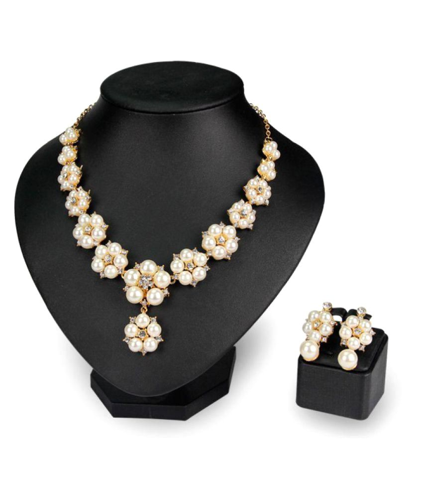 Waah Waah Golden Alloy Pearl Necklace Set