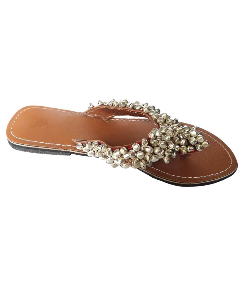 Kuhuk Silver Flat Ethnic Footwear