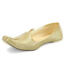 b385443e11b5 Gold Ethnic Footwear  Buy Gold Ethnic Footwear for Men Online at Low ...