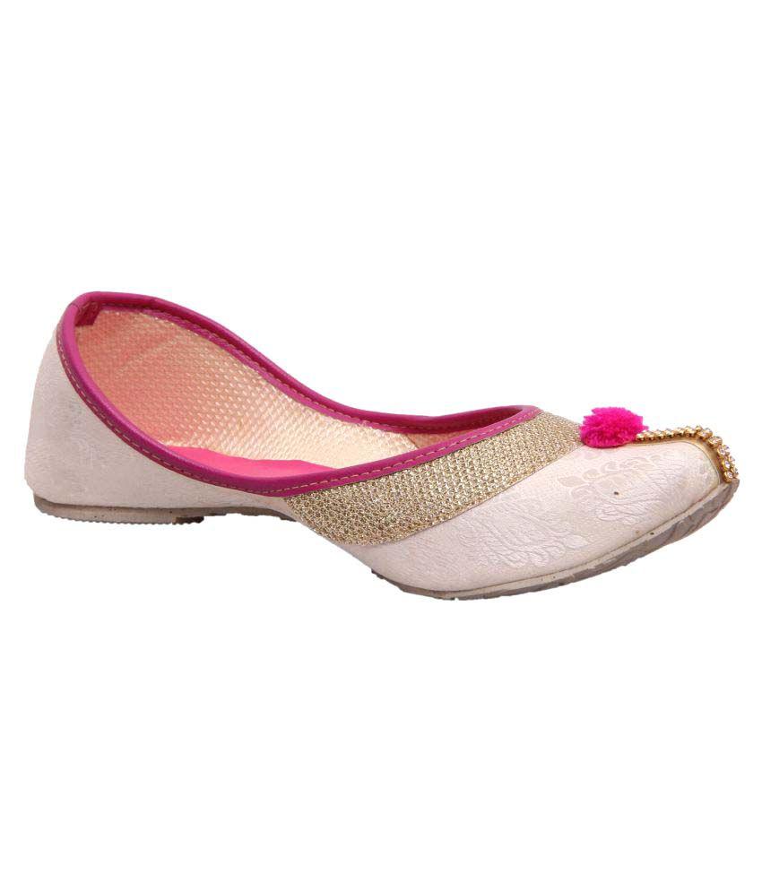 Fashbeat White Flat Ethnic Footwear