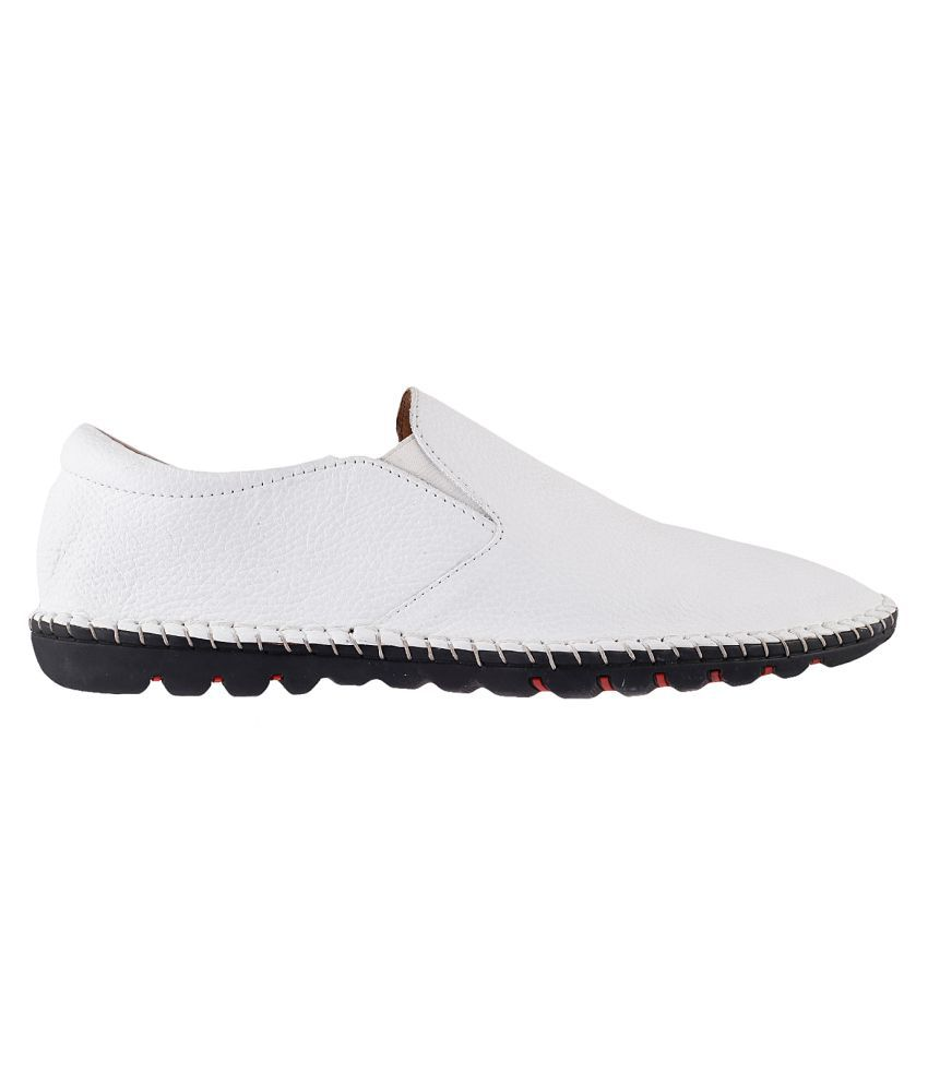827740f567b2 Mochi MOCHI Men WHITE LEATHER Lifestyle WHITE Casual Shoes - Buy ...