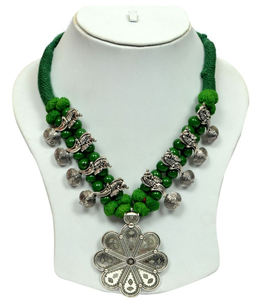 Exclusive Thread Necklace