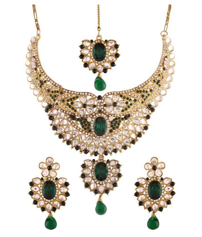 Utsavi's Mesmerizing Necklace, Earring & Maang Tikka Set for women