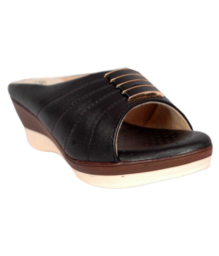 Studio 9 Black Wedges Heels