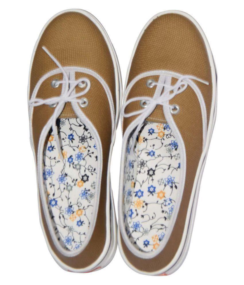 Magnus Yellow Ethnic Footwear