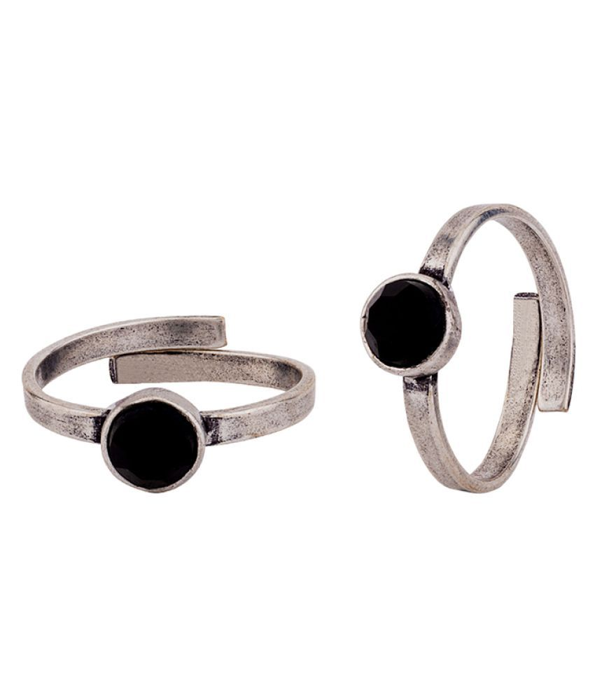 Voylla Round Black Stone Adorned Toe Rings