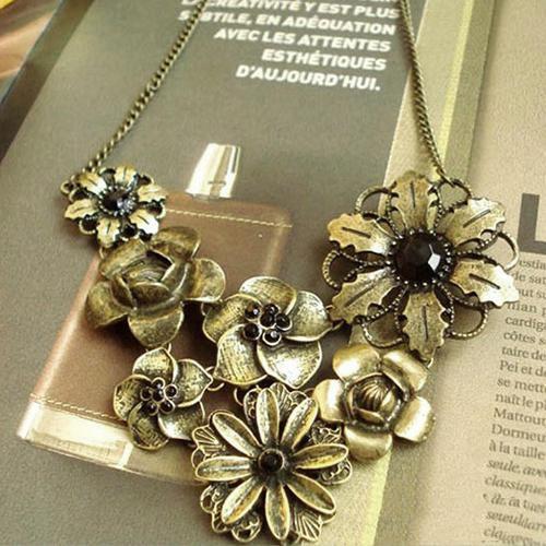 Women's Vintage Inlaid Black Rhinestone Bronze Flowers Pendant Necklace Choker Fashion Jewellery