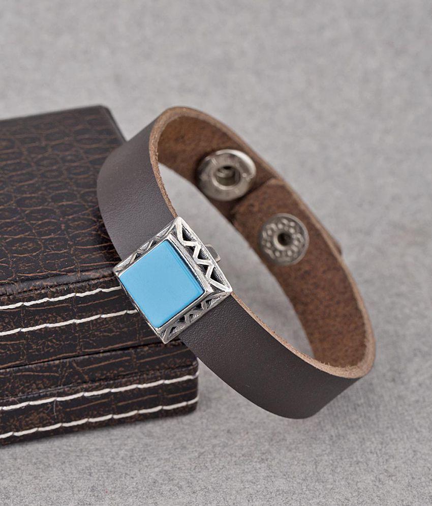 Dare by Voylla Milestone Turquoise Pendant Bracelet